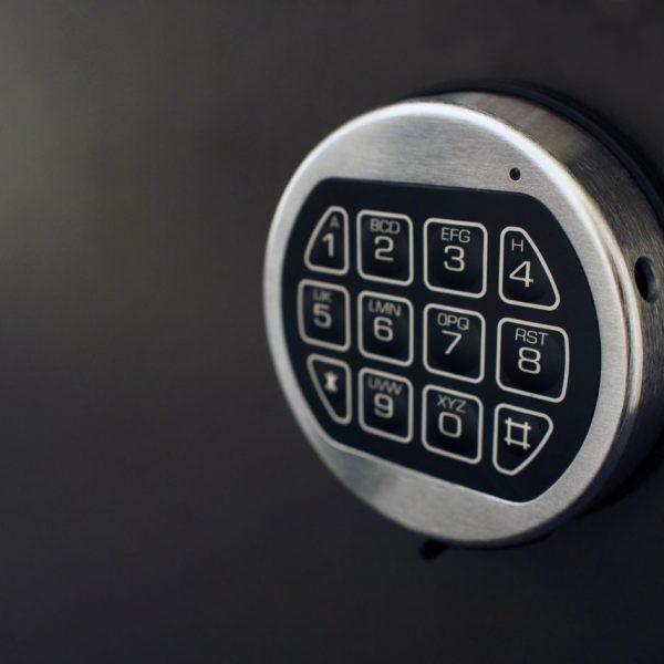 Digital and Analogue safe locksmith